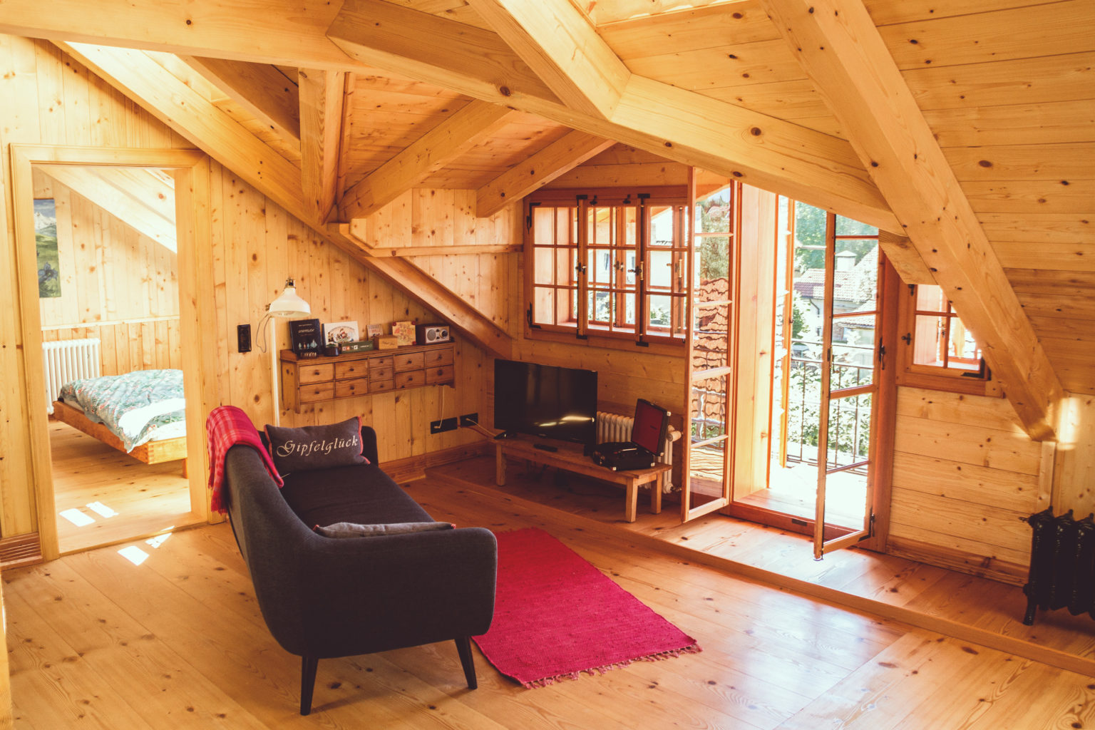 Blick ins Wohnzimmer der Ferienwohnung